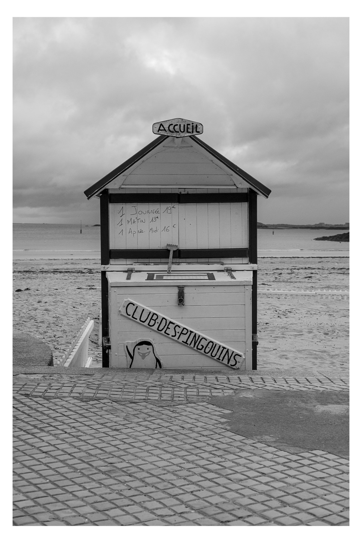 Monochrome photo of the Club Des Pingouins at Plage de l'Écluse - Dinard, France